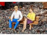 Pola 331501 dvě sedící postavy