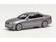 Herpa 430692-003 BMW 5 Limousine tmavě šedá metalíza