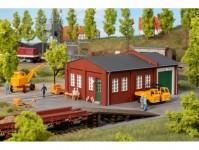 Auhagen 11462 budova údržby železnice s nakládací rampou