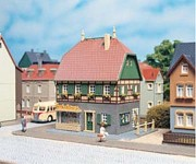 Auhagen 12347 obytný dům s prodejnou H0/TT
