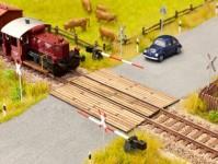 Noch 14424 dřevěný kolejový přejezd z fošen