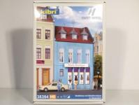 Kibri 38394 městský dům s módním butikem H0