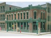 Woodland Scenics DPM12100 městský rohový dům s prodejnami