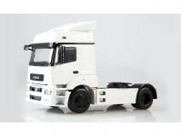 KAMAZ-5490 tahač bílý