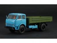MAZ-500 s korbou světle modrý