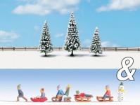 Noch 94008 děti na sněhu a zasněžené jedle