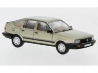 Brekina PCX870077 VW Passat B2 béžová metalíza 1985